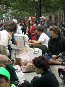 Food Not Bombs lunch in Portland
